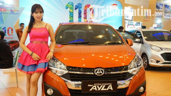 SPG Astra Daihatsu Ayla di  GIIAS Surabaya Auto Show