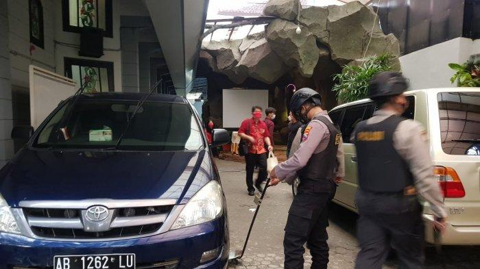 Polres Pamekasan Sterilisasi 6 Gereja di Pamekasan Pakai Metal Detector, Antisipasi Adanya Teror Bom