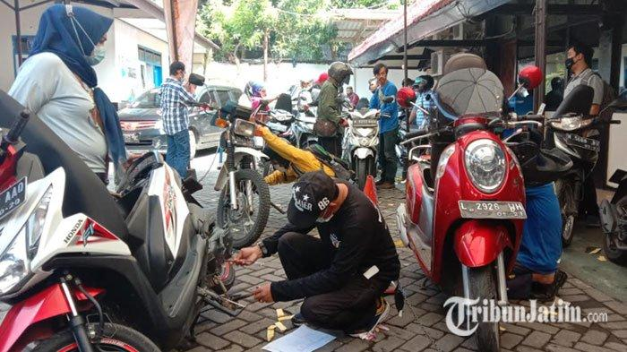 Masyarakat Kota Malang Antusias Ikuti Program Pemutihan dan Diskon Pajak Kendaraan Bermotor