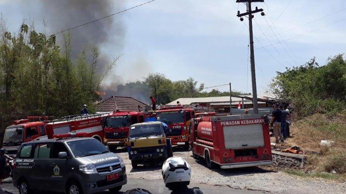 Pabrik Pengolahan Kayu di Gresik Terbakar saat Jam Kerja, Sempat Terdengar Ledakan