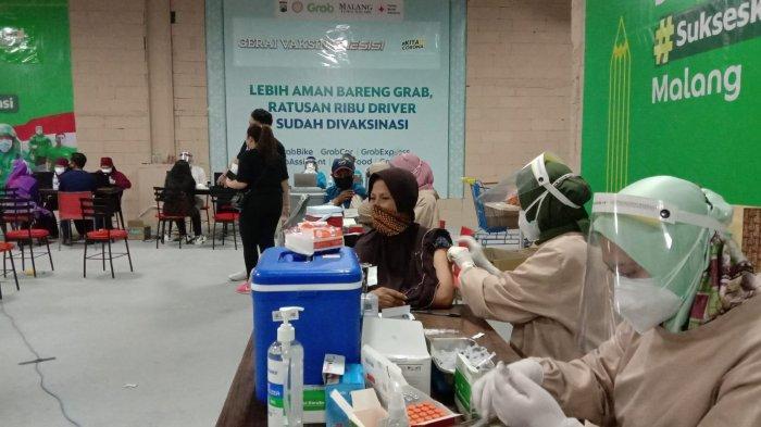 Ribuan Pengendara Ojek Online Grab dan Pelaku UMKM Ikuti Vaksinasi Covid-19 di Mal Matos
