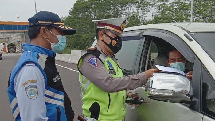 Hari Pertama Larangan Mudik Lebaran 2021, 16 Kendaraan Diputar Balik di Exit Tol Madyopuro Malang