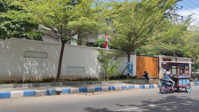 Suasana Rumah Bupati Probolinggo Puput Tantriana Sepi Pasca OTT KPK, Warga: Ada Kendaraan Banyak