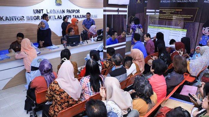 Unit Layanan Paspor Pasar Atom Masih Soft Launching, Tapi Antrean Pemohon Sudah Capai 100 Orang