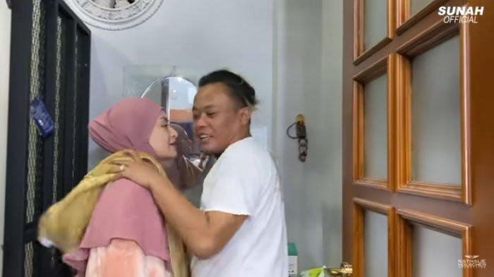 Pagi-pagi Sule dan Nathalie Holscher Sudah Gaduh di Kamar Mandi, Sang Komedian: Cium Dulu!