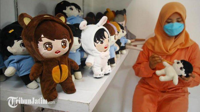Kisah Warga Malang Bangkit setelah Kena PHK, Kini Sukses Berkat Pesanan Boneka Kpop