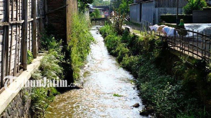 Cairan Sampah TPA Tlekung Cemari Sungai di Desa Junrejo, Warga Harap Penanganan Serius Dinas Terkait