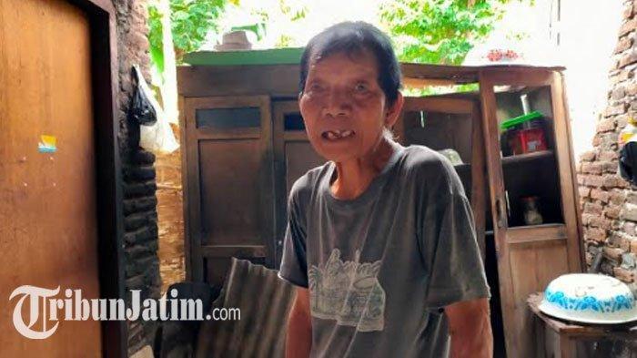 Suratmin Sebatang Kara Tinggali Rumah Nyaris Ambruk di Kediri, Pasrah Walau Sulit Tidur Saat Hujan
