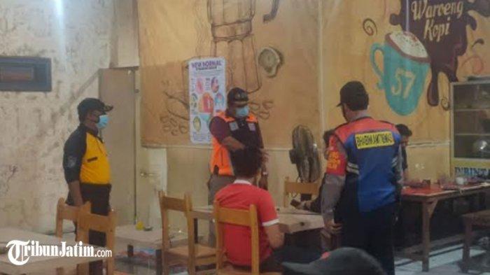 Tim Swab Hunter Keliling Tempat Keramaian di Surabaya, Jaring 216 Orang Pelanggar Protokol Kesehatan