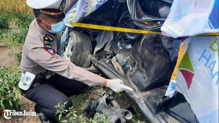 Mobil Terseret Kereta Api di Perlintasan Tanpa Palang Pintu, Sopirnya Mahasiswi Asal Sidoarjo Tewas