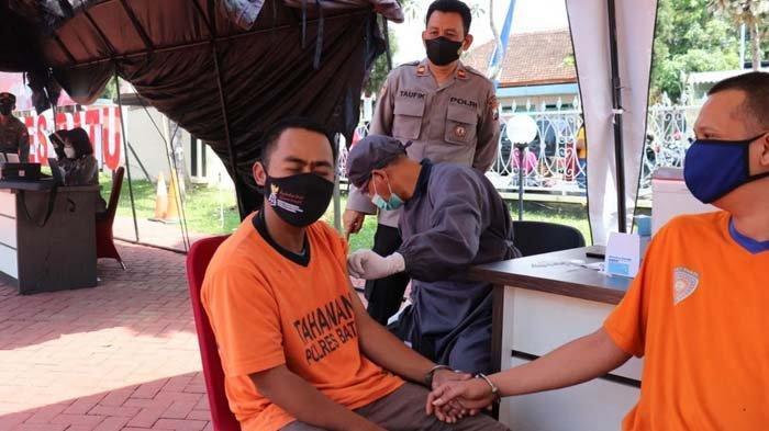 Lolos Pemeriksaan dan Penuhi Syarat, Belasan Tahanan Polres Batu Ikuti Vaksinasi Covid-19