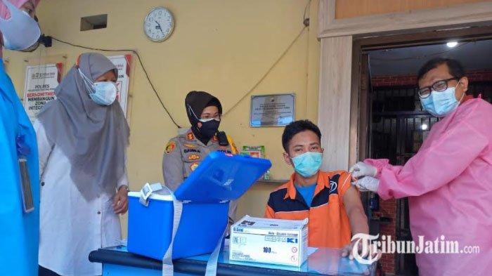 Tahanan Rutan Polres Pelabuhan Tanjung Perak Divaksin, Kapolres: Kesehatan adalah Hak Warga Negara