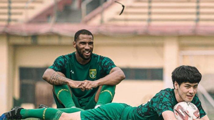 Alasan Aji Santoso Tak Mainkan Alie Sesay saat Jumpa Bhayangkara FC