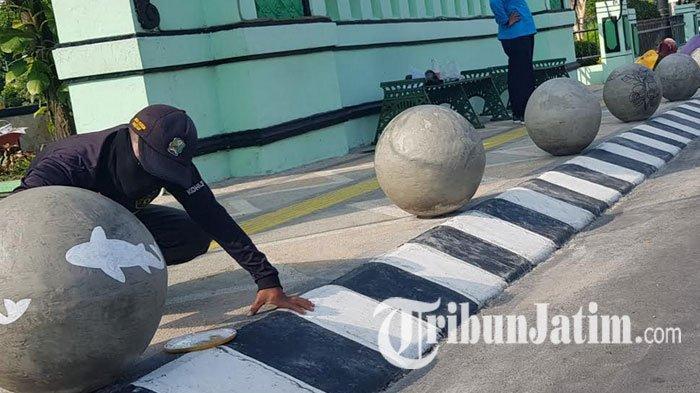 Potret Unik 'Taman Corona' di Magetan, Ada Bola-bola Beton Terpajang, Begini Kisah di Baliknya