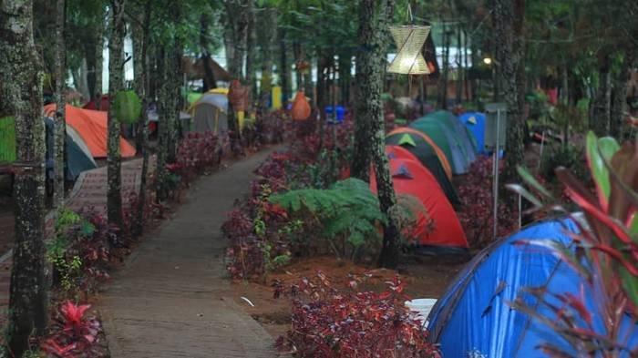 Taman Wisata Genilangit yang terletak di Desa Genilangit, Kecamatan Poncol, Magetan, Jawa Timur.