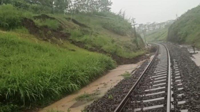 Pasca Tertimbun Longsor, Jalur KA Stasiun Pohgajih – Kesamben Blitar Sudah Dapat Dilalui Lagi