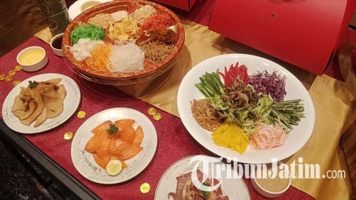 Tang Palace Restaurant JW Marriott Surabaya menghadirkan Yee Shang pada perayaan Tahun Baru Imlek, Jumat (12/2/2021).