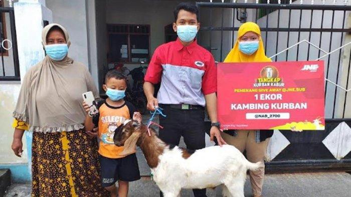 Berkah Idul Adha 2021, Dua Warga Surabaya Raya Ini Menang 'Tangkap Kurban Kabur' JNE Surabaya