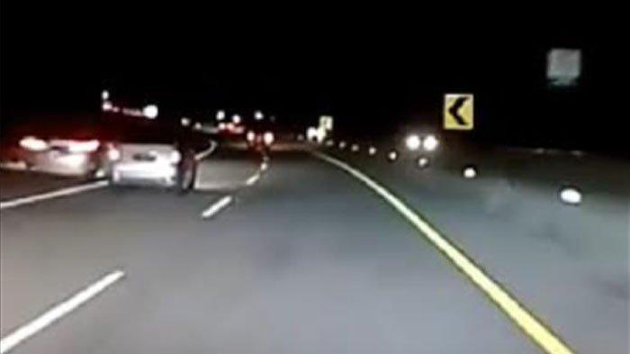 VIRAL Detik-Detik Mobil Odyssey Terbakar hingga Tewaskan 1 Orang, Diduga Balapan dengan Civic Turbo
