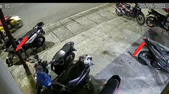 Komplotan Maling Helm 2 Orang Satroni Area Parkir Kantor Ekspedisi di Sawahan Surabaya