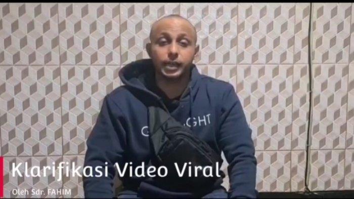 Seusai Viral Video Pasang Bendera Putih di Ampel, Pria Dalam Video Beri Klarifikasi dan Minta Maaf