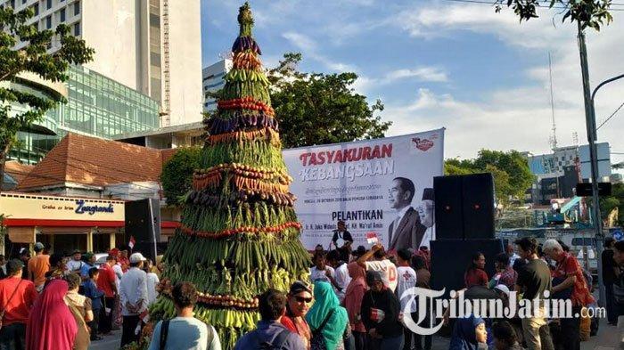 Tumpeng 7 Meter Hiasi Syukuran Relawan Jokowi-Maruf Amin di Surabaya, Sebut Kini Pro Indonesia Maju