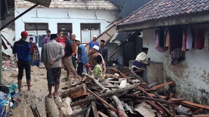 BPBD Jatim Kerahkan Pasukan untuk Bantu Evakuasi Korban Longsor di Pondok Pesantren Pamekasan