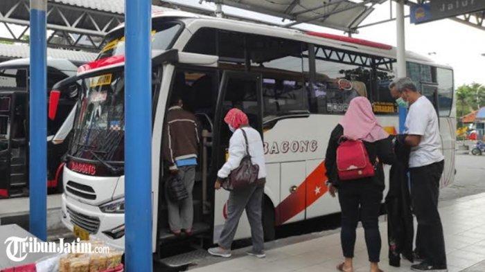 Jelang Pemberlakuan Larangan Mudik, Belum Ada Tumpukan Penumpang di Terminal Purabaya Surabaya