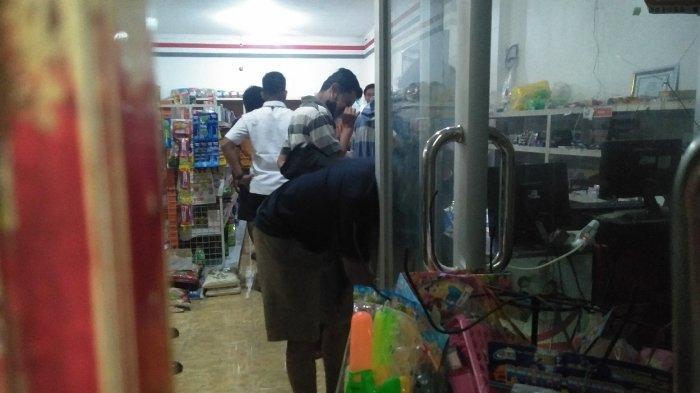 Teror di Toko Milik Anggota DPRD Bangkalan, Lubang di Kaca Toko Menyerupai Bekas Peluru