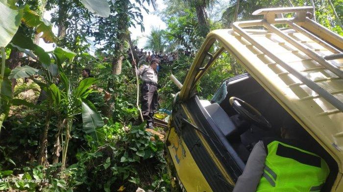 Sopir Tak Kuasai Jalan, Truk Terperosok le Jurang 30 Meter Hingga Ringsek, Kondisi Penumpang Miris
