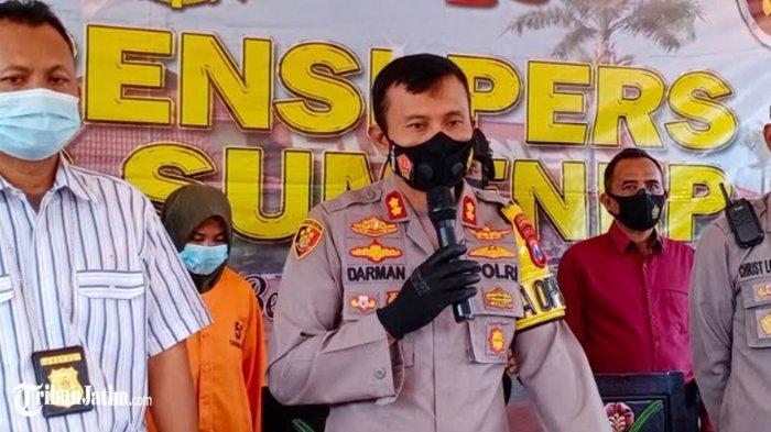 Kapolres Sumenep beber tersangka pelaku pembunuh sadis bocah 4 Tahun asal Kecamatan Ambunten, Kamis (29/4/2021). SL (30) warga Desa Tambaagung Ares, Kecamatan Ambunten (jilbab hijau belakang) ditetapkan tersangka.