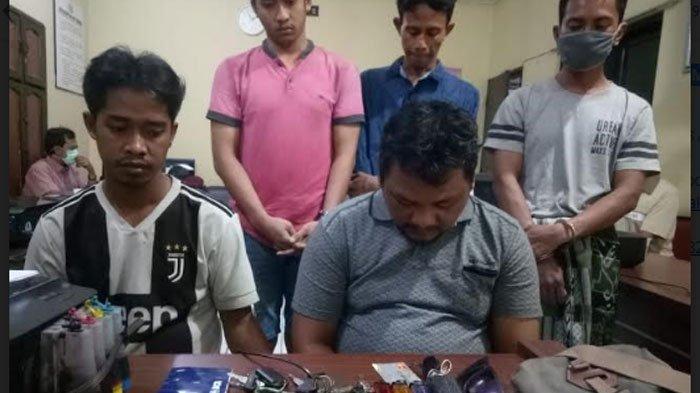 BREAKING NEWS - 5 Pria Surabaya Digerebek Pesta Sabu di Gudang Kosong, Niat Patungan