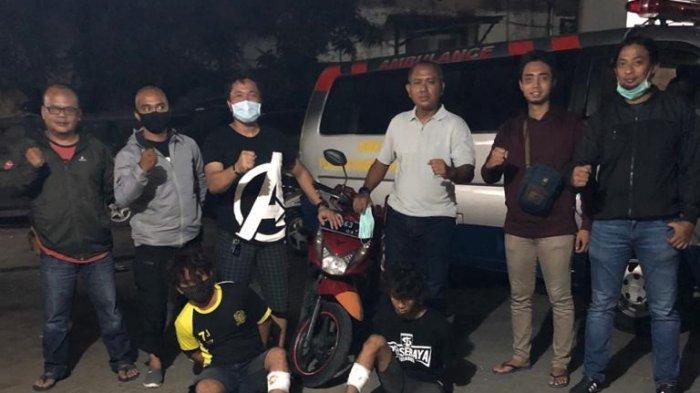2 Pria Surabaya Kaget saat Polisi Dobrak Rumahnya, Ambruk Didor ketika Mau Kabur, Motor Jadi Bukti