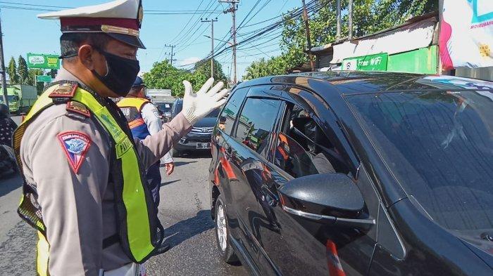 NEWS VIDEO: Jelang Penerapan PSBB, Polisi Tertibkan Kendaraan dari Luar Kota di Posko Pondok Tjandra