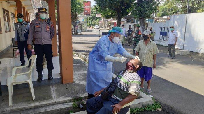 Ratusan Orang Tidak Memakai Masker, Langsung Tes Swab Antigen di Jember