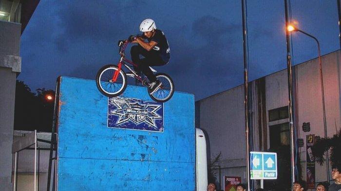Atlet Bycle Motorcross (BMX) asal Surabaya, Hendri Setyawan