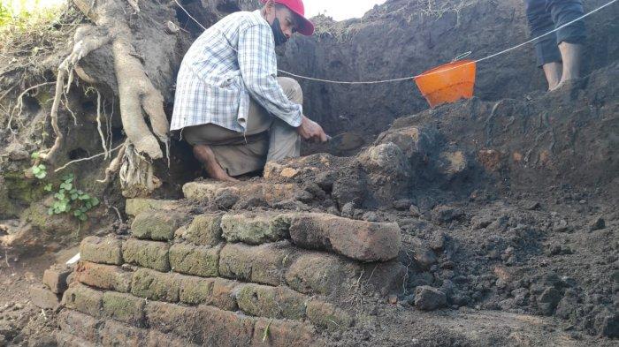 Gali 3 Kotak, Tim BPCB Jatim Kembali Temukan Struktur Bata Kuno di Persawahan Kota Blitar