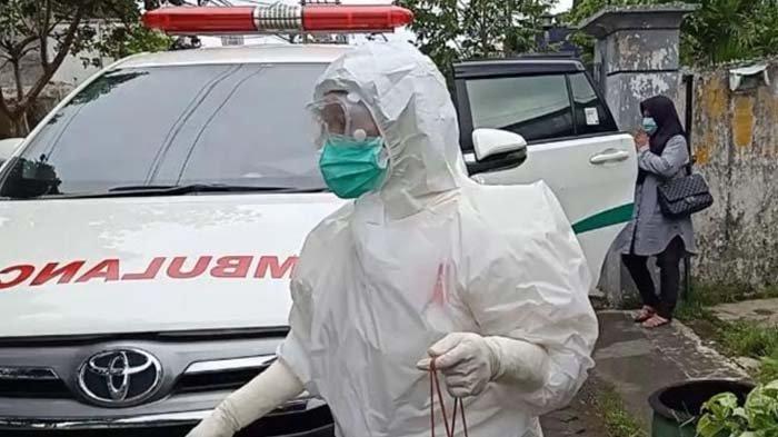 Tim Covid Hunter Polresta Malang Kota Jemput Pasien Isolasi Mandiri, Hindari Penyebaran Covid-19