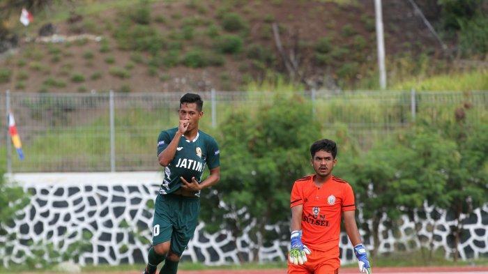 Sepak Bola PON XX Papua 2021 - Diwarnai 2 Kartu Merah, Jawa Timur Sukses Cukur Sulawesi Selatan 3-0