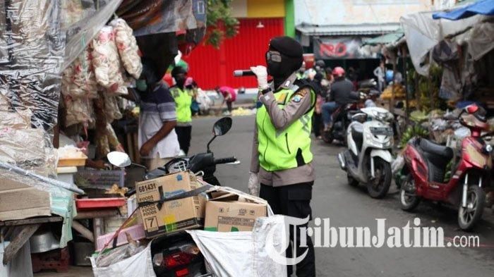 Patroli di Pasar, Tim Srikandi Polres Blitar Kota Masih Temukan Warga yang Bandel Tak Pakai Masker