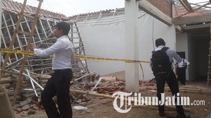 Inilah Kesaksian Korban Yang Kejatuhan Atap Pendapa Kantor Camat Jenggawah Jember