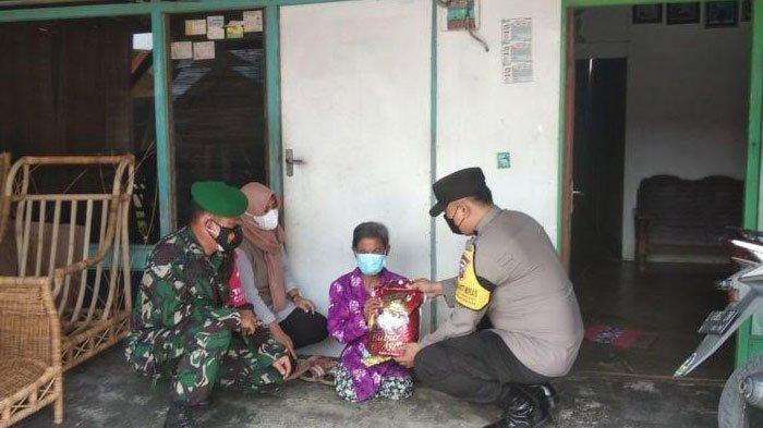 Penyandang Disabilitas di Gresik Terima Baksos TNI-Polri, Penyaluran Dilakukan Secara Door to Door