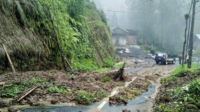 Jalan Menuju Gunung Bromo Via Tosari Banjir Disertai Longsor, Imbas Diguyur Hujan Intensitas Tinggi