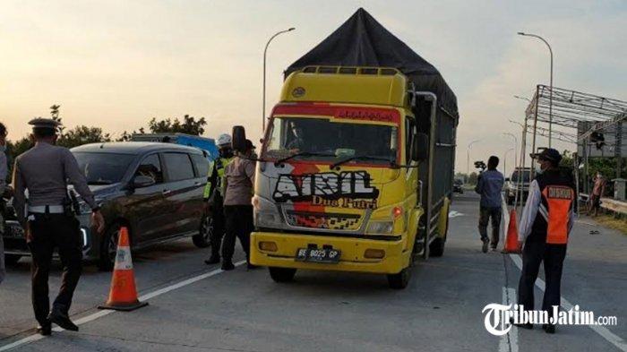 Polisi Cegat Truk Berpelat Palsu di Tol Jombang-Mojokerto, Dicurigai Angkut Pemudik, Sopir Gelagapan