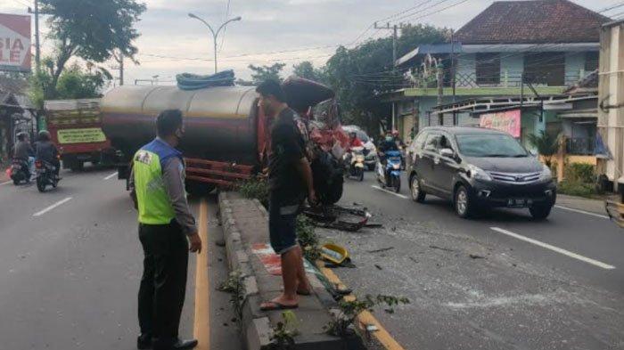 Diduga Sopir Mengantuk, Dua Truk Kecelakaan di Jalur Surabaya-Malang Desa Kepulungan Pasuruan