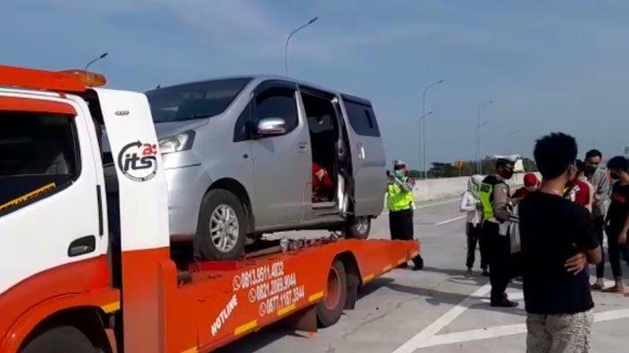 Truk Towing Angkut Mobil Isi 8 Pemudik ke Sumenep, Disetop Polisi Alasan 'Mogok di Cikampek'