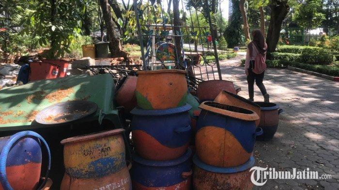 VIDEO: Barang Tua Menumpuk di Sudut Taman Flora Bratang, Pengunjung Sebut Mengganggu Pemandangan