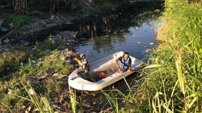 Sungai Tengah Penuh Sampah Plastik dan Popok, Ecoton Nilai Pengelolaan Sampah Gresik Selatan Buruk