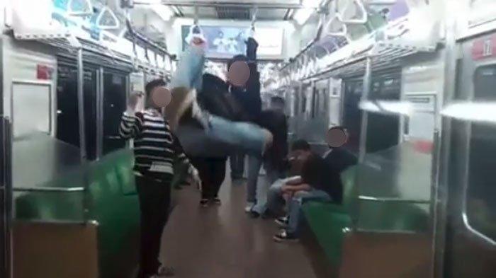 Kumpulan Video Ulah Penumpang MRT Jakarta yang Viral di Media Sosial, Ada yang Gelantungan