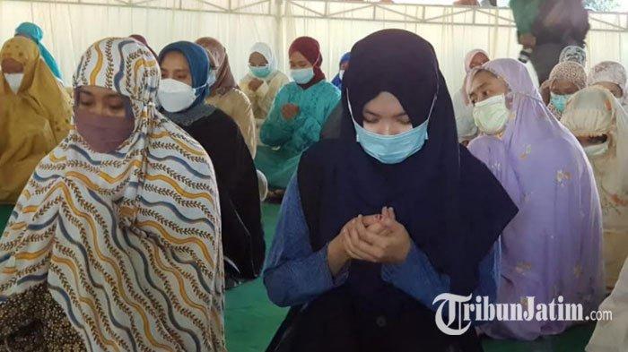 Unusa Gelar Salat Gaib Untuk Kru KRI Nanggala 402, Istri Serda Guntur Berharap Ada Mukjizat